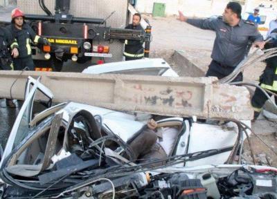 برخورد خودرو با تیر برق 2 نفر را کشت
