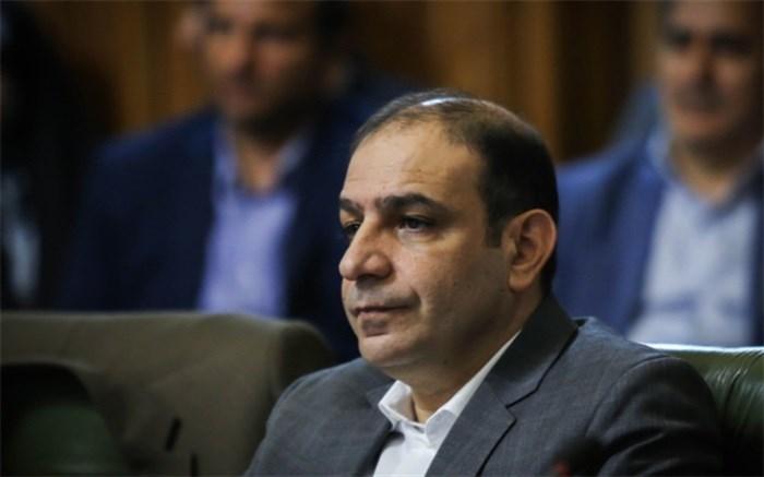 رئیس کمیسیون حمل و نقل شورای شهر تهران در گفت وگو با خبرنگاران: ظرفیت مسافرگیری حمل ونقل عمومی پایین تر از میزان مسافران است