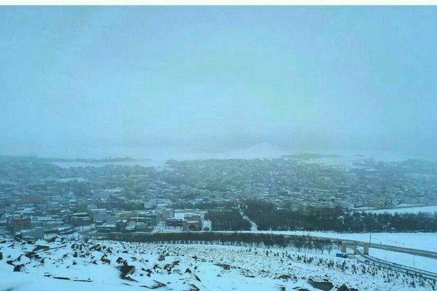 بارش شدید برف در چهارمحال و بختیاری، جاده ها لغزنده است