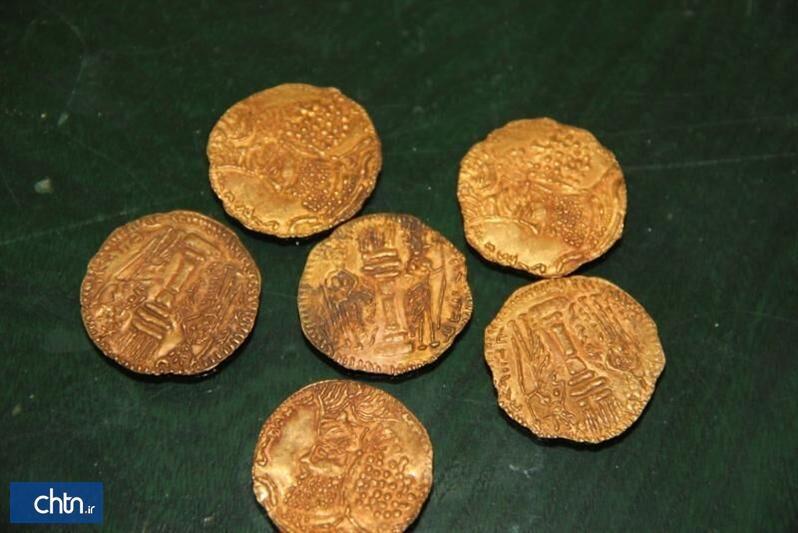 کشف 8 قطعه سکه ساسانی در بم