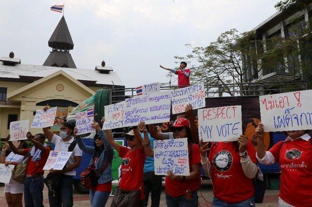 راهپیمایی اعتراضی علیه حکومت خونتا در بانکوک