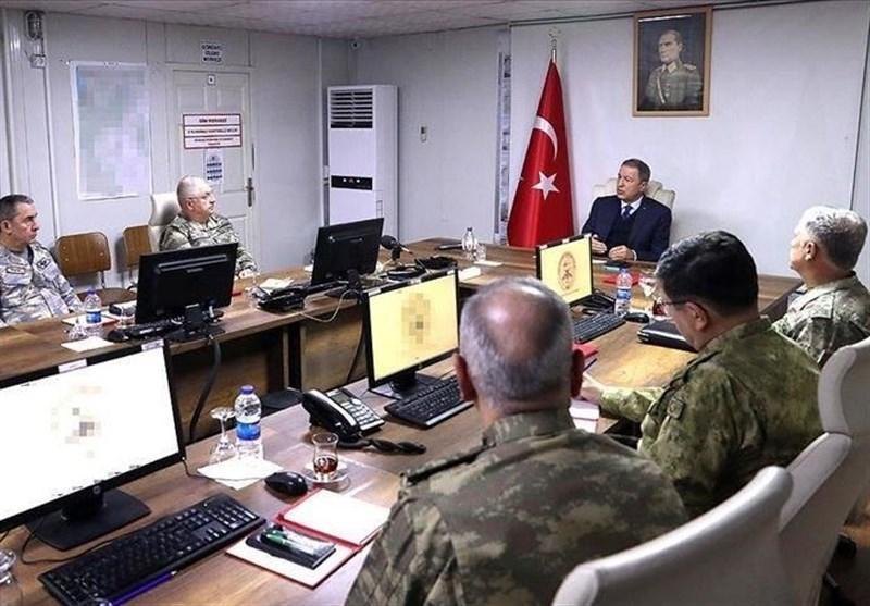 جلسه ویژه وزیر دفاع و فرماندهان ارتش ترکیه در مرز سوریه