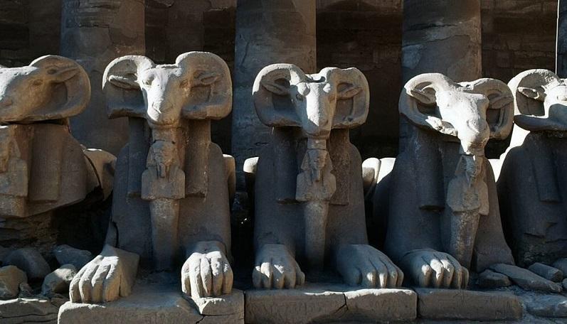 مجسمه های باستانی مصر در میدان تحریر