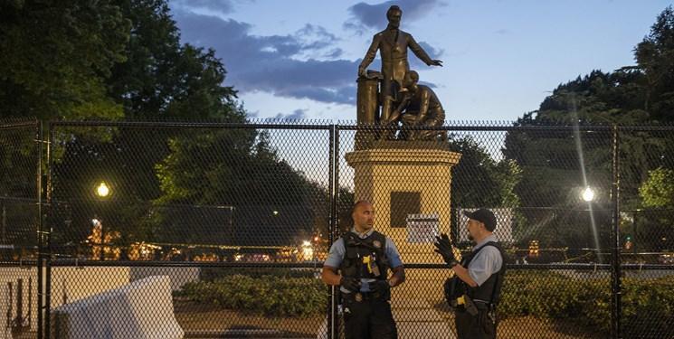 دولت ترامپ برای حفاظت از مجسمه های برده داری پلیس مستقر می نماید
