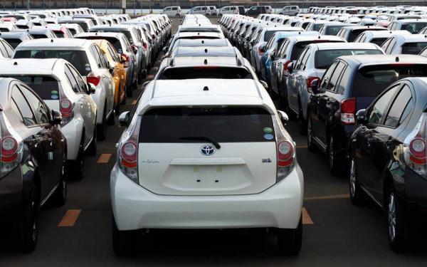 پولدارها از بازار خودرو عقب نشینی کردند، افزایش قیمت خودرو با نوسان دلار