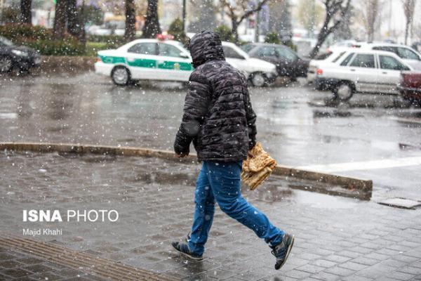 وزش باد شدید همراه با بارش برف و باران در همدان