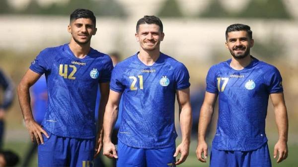 بازیکن استقلال بخشی از قرارداد خود را بخشید خبرنگاران