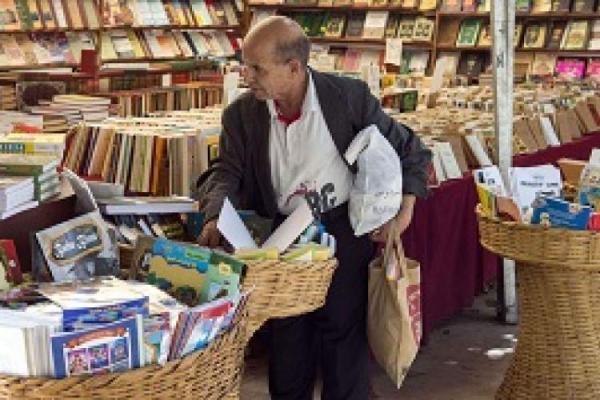 مراکشی ها کتاب ها را در قفسه های مواد خوراکی قرار داده اند